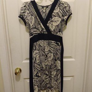 Pretty size small white and navy blue dress